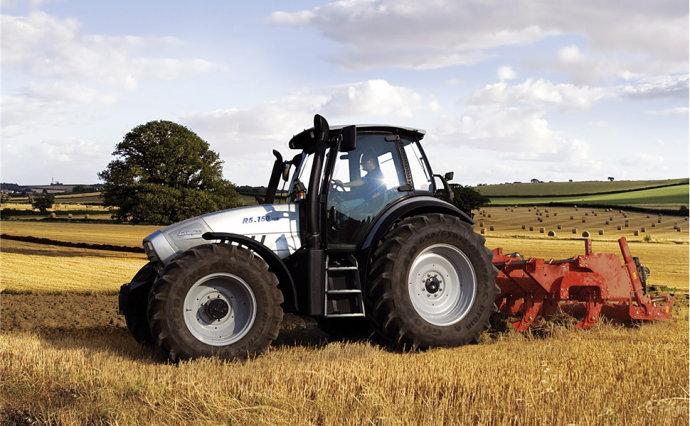 兰博基尼R8拖拉机深耕作业